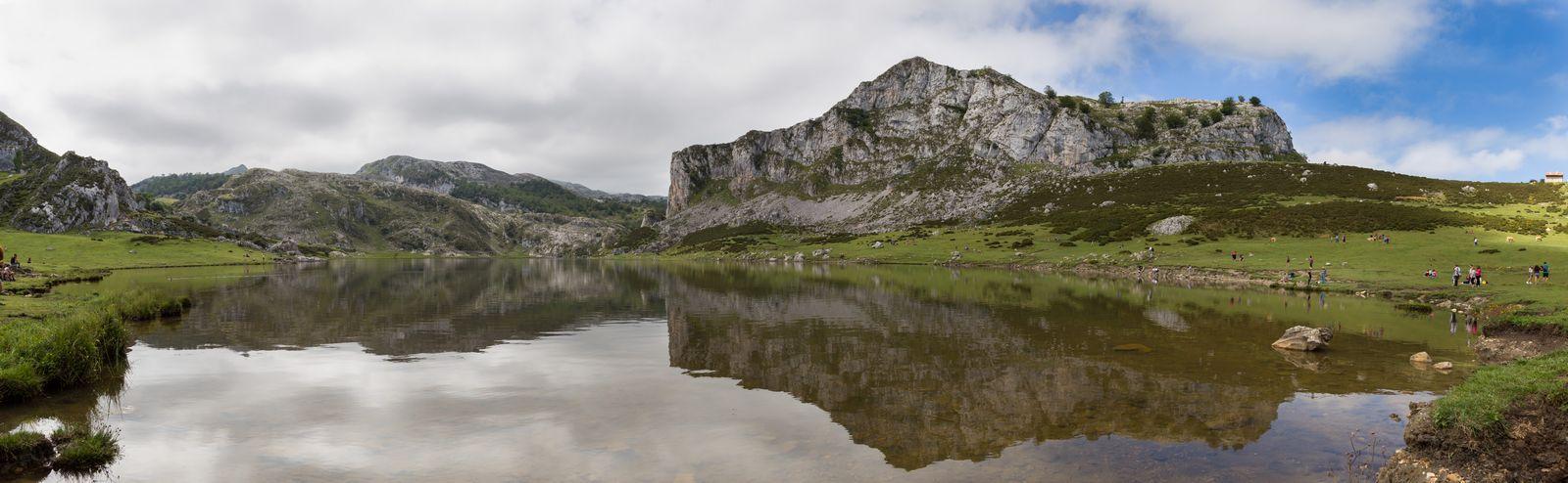 El Lago Ercina, desde su orilla