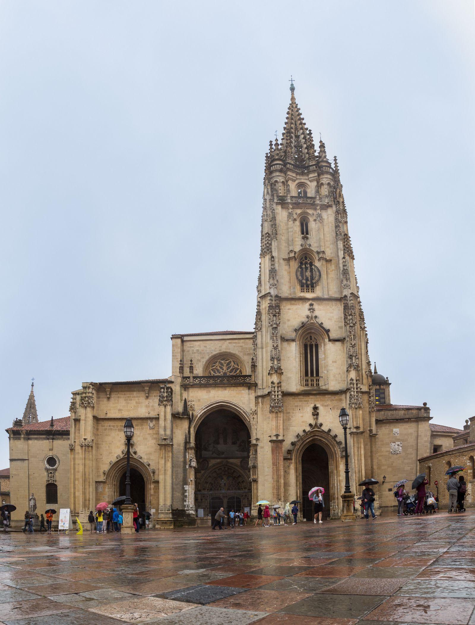 La catedral, de frente