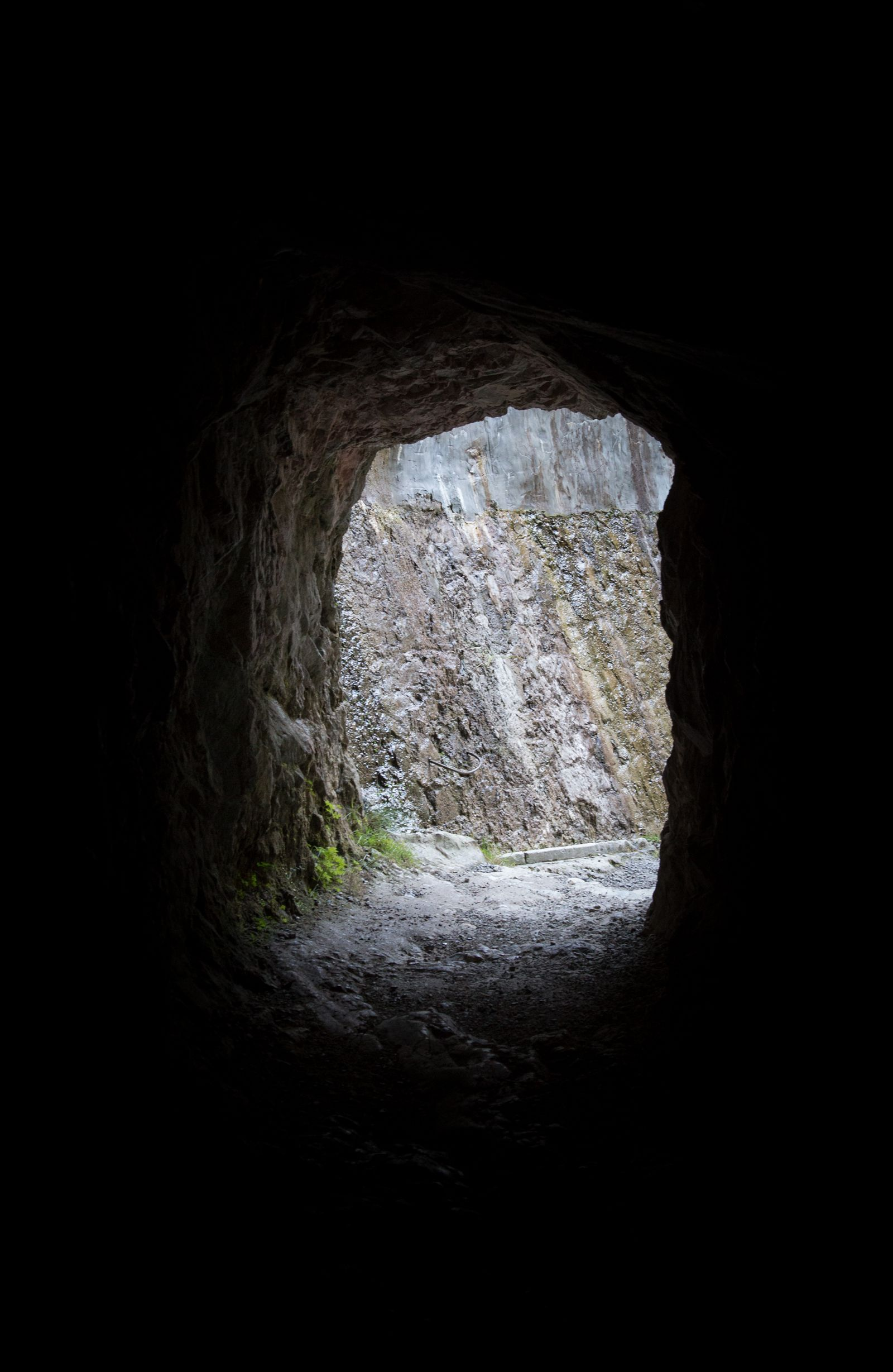 Tenemos que atravesar oscuros túneles