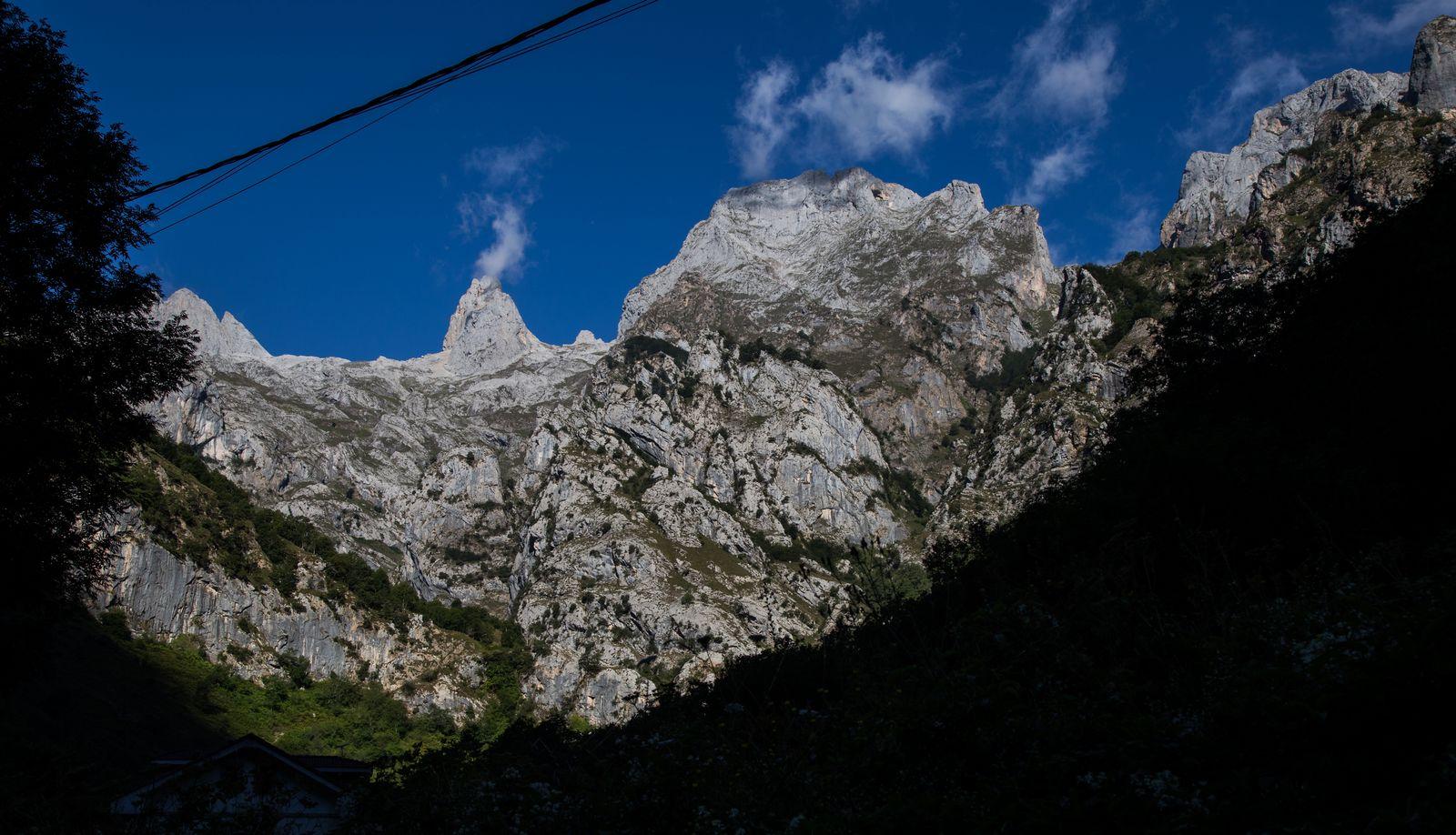 Montañas a mano izquierda se despiden de nosotros