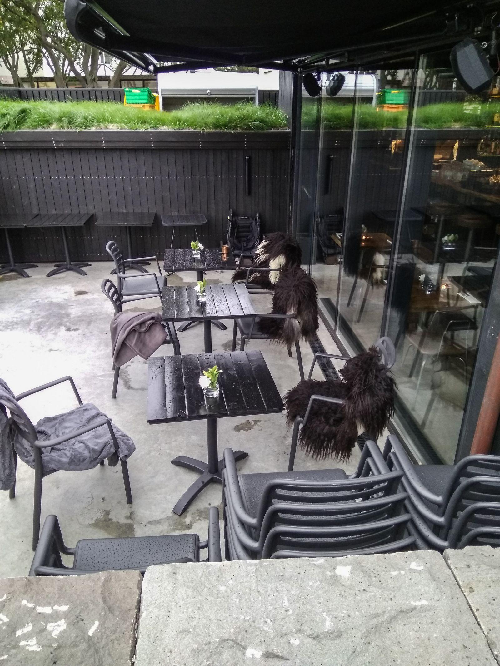 Aquí toma el café La Guardia de la Noche