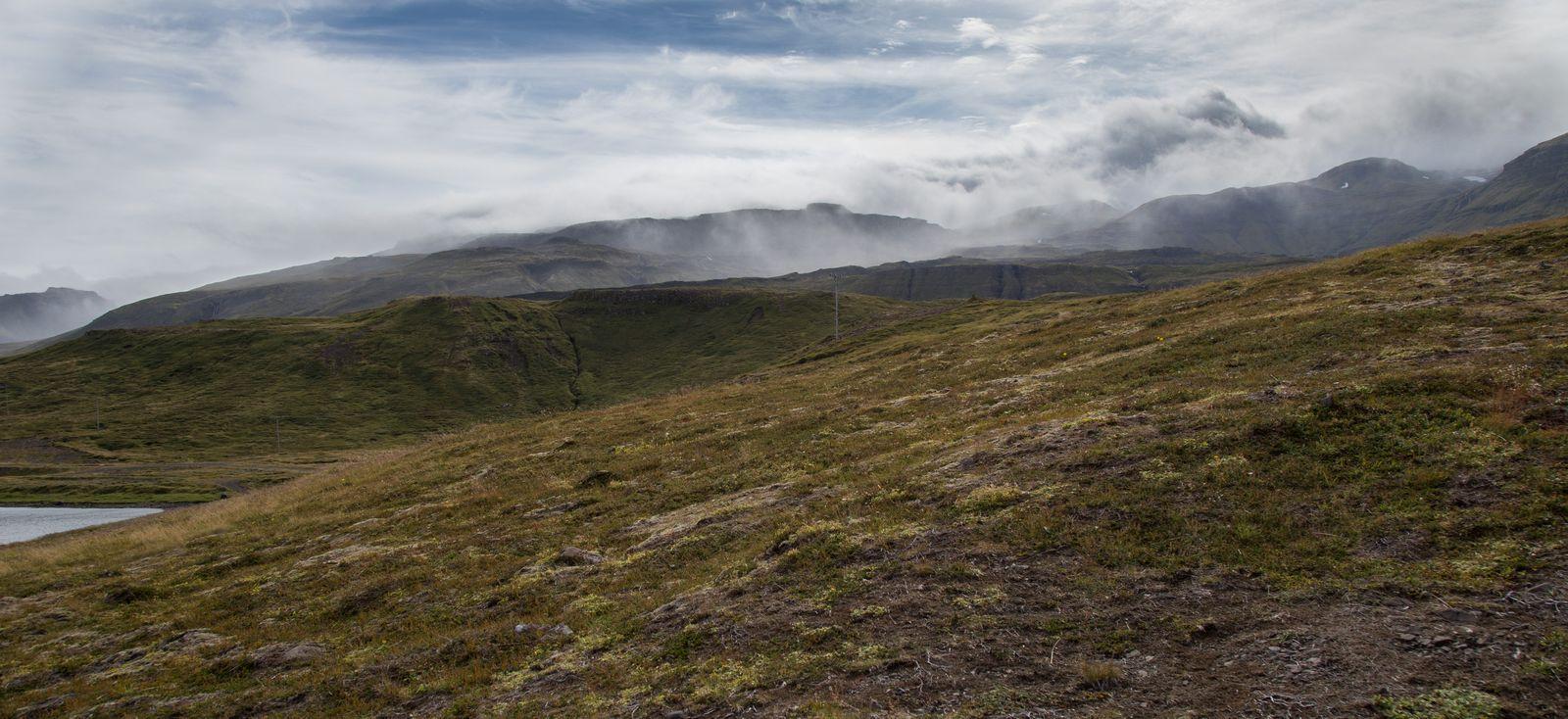Las montañas frenando a las nubes tras nosotros