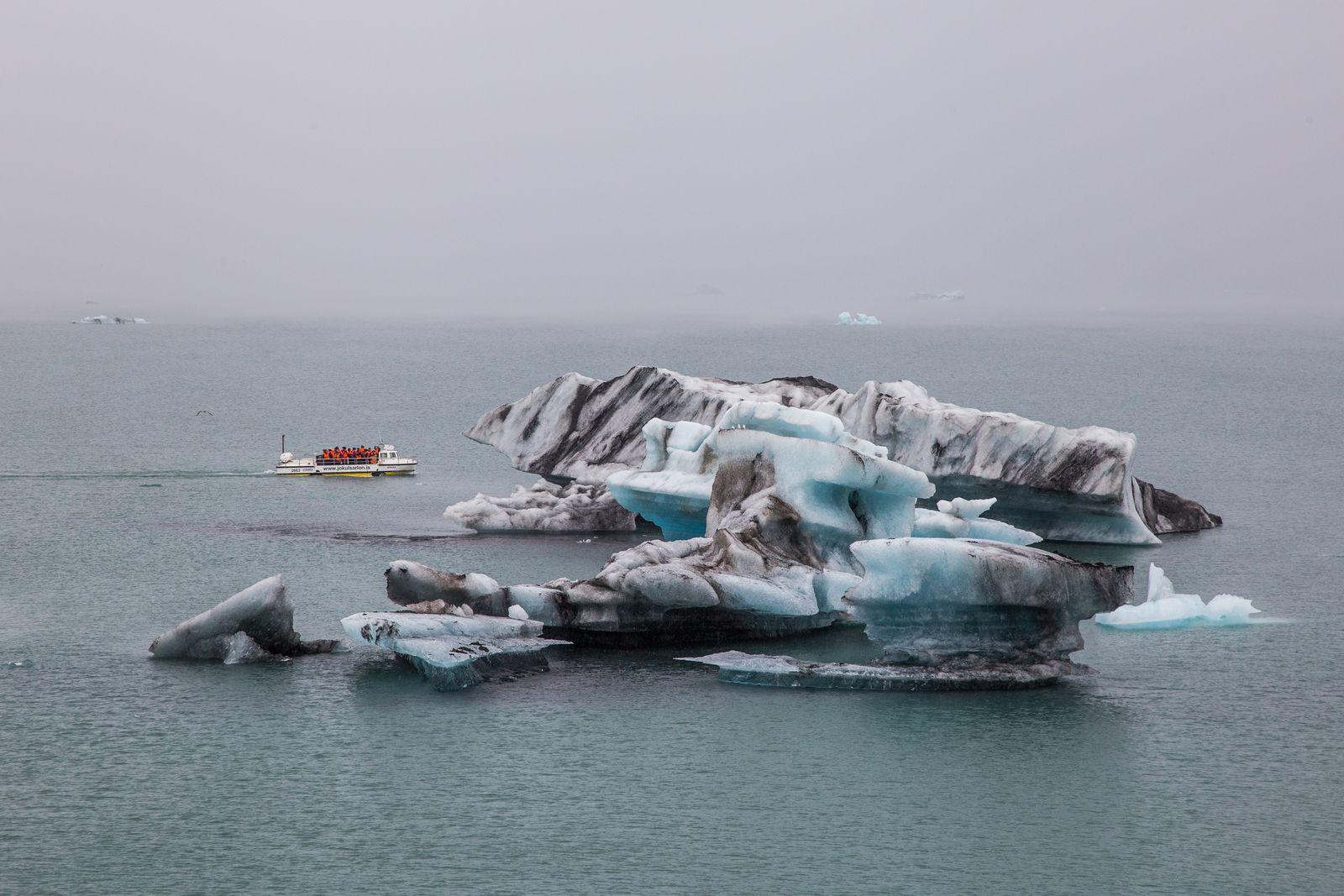 Barcos entre el hielo