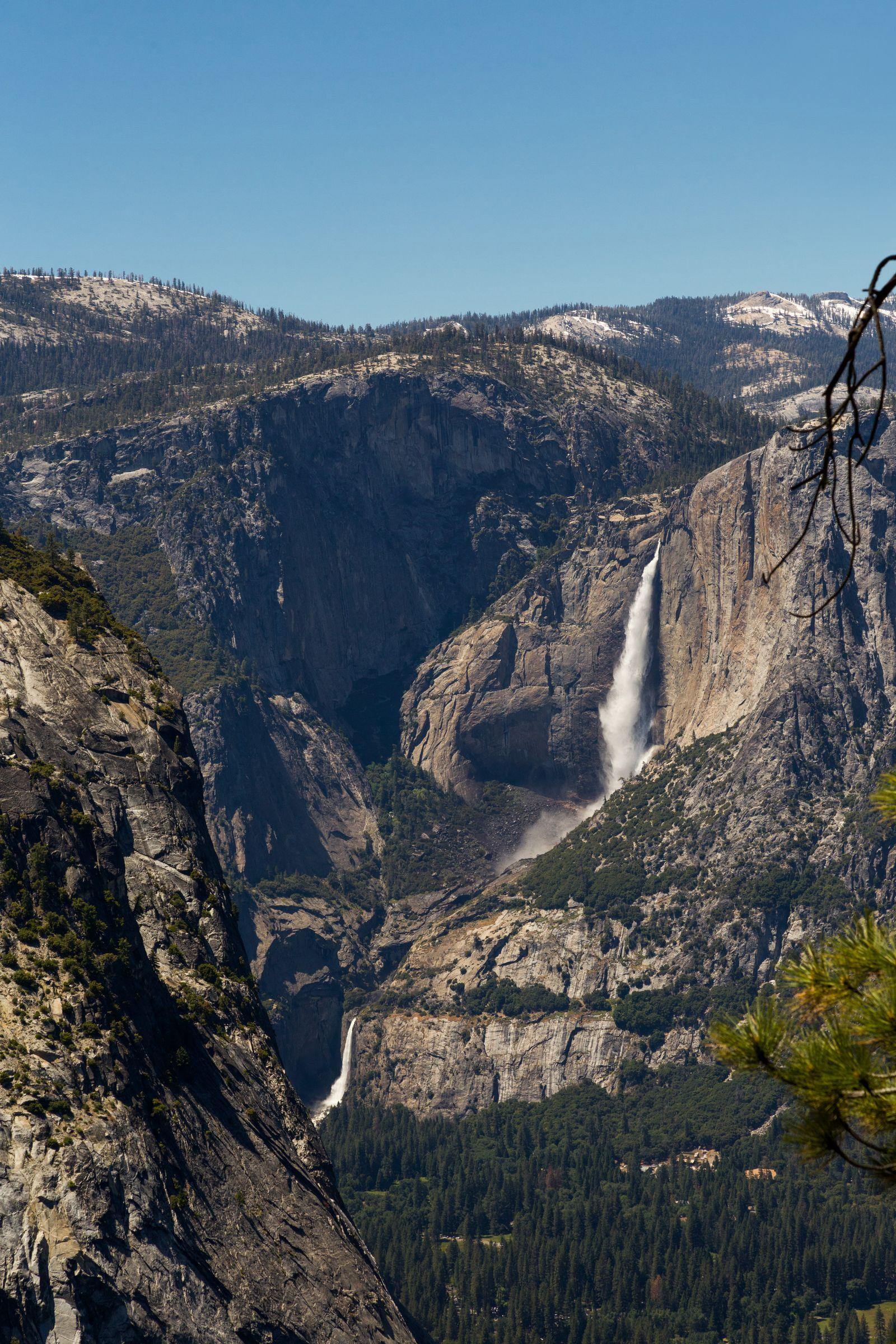 Las Yosemite Falls, visibles en nuestro camino hacia Nevada Fall