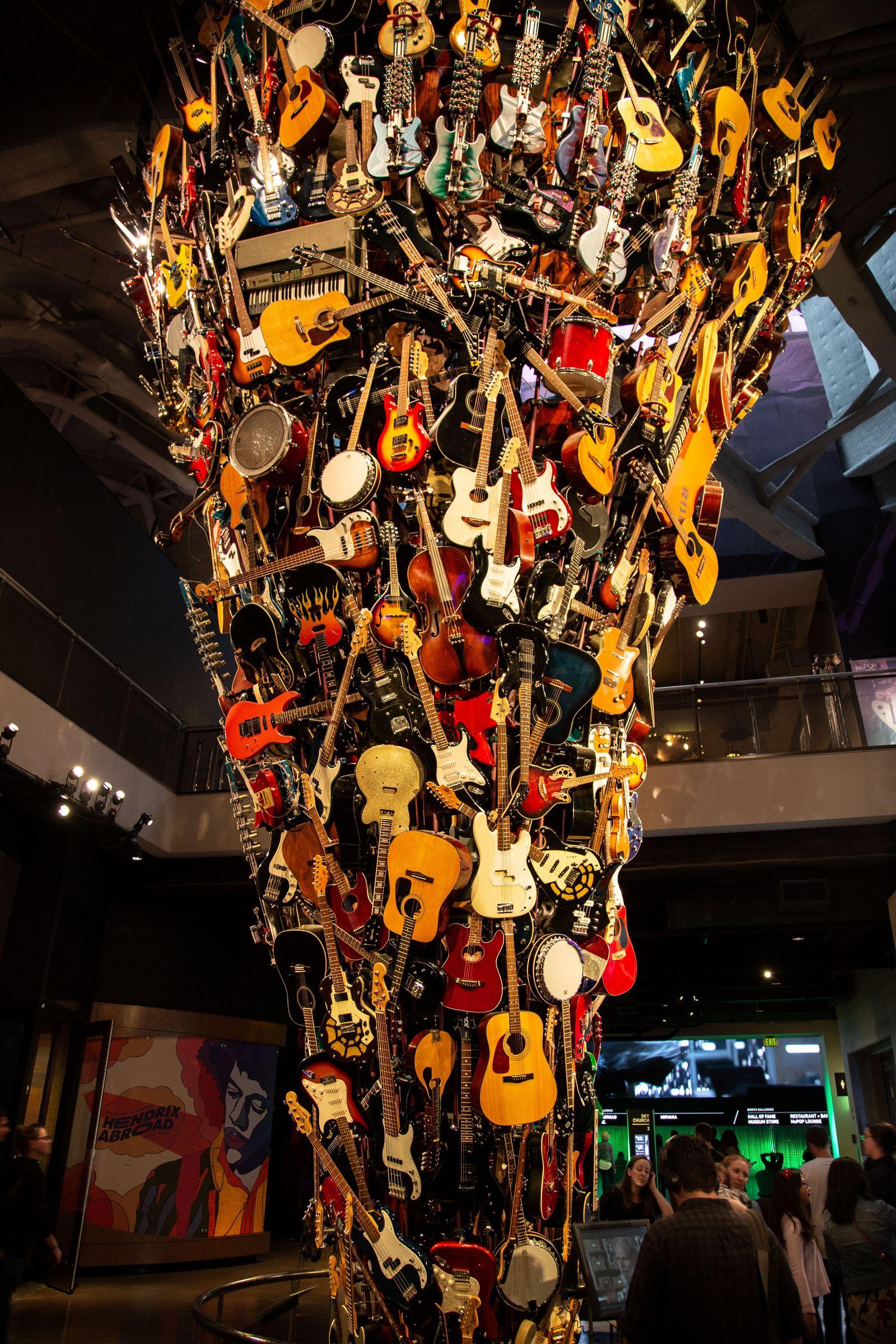 La escultura de guitarras