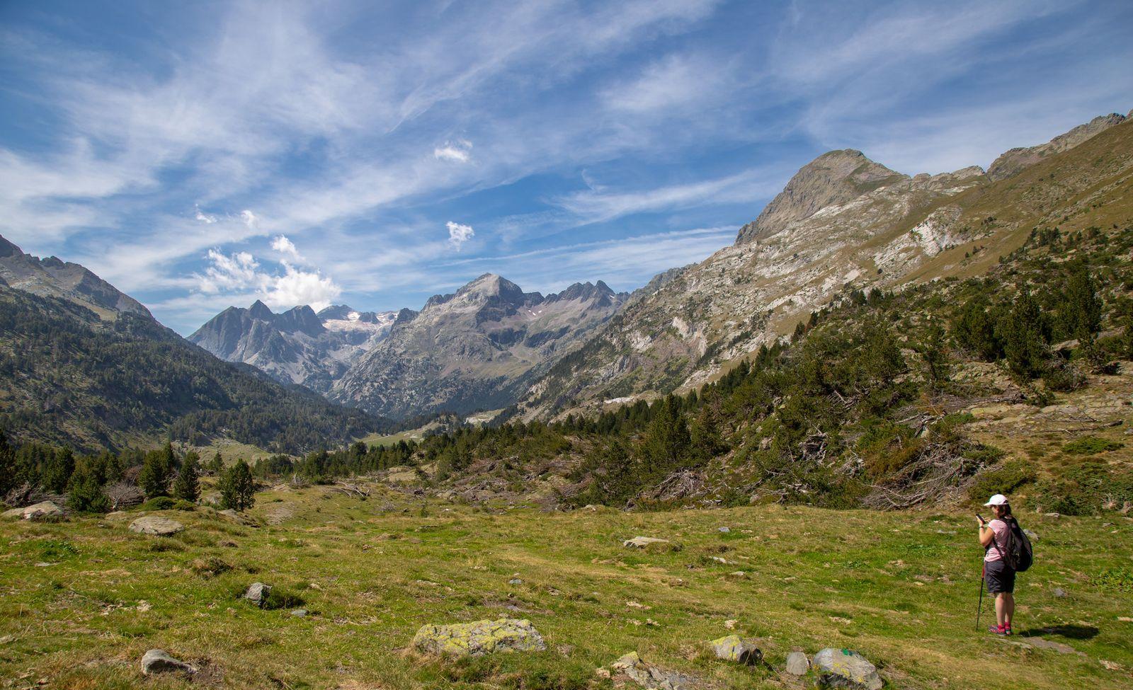 Las vistas al valle dando la espalda al ibón