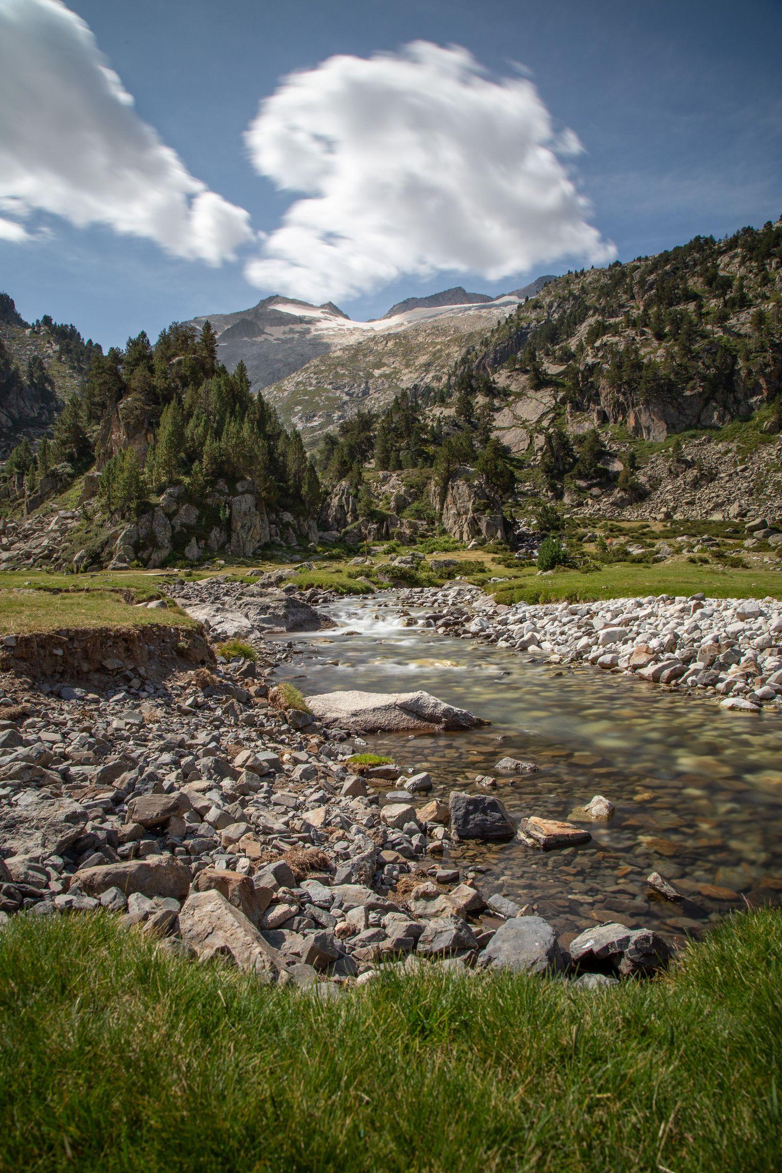 Prado, río y montañas todo en uno