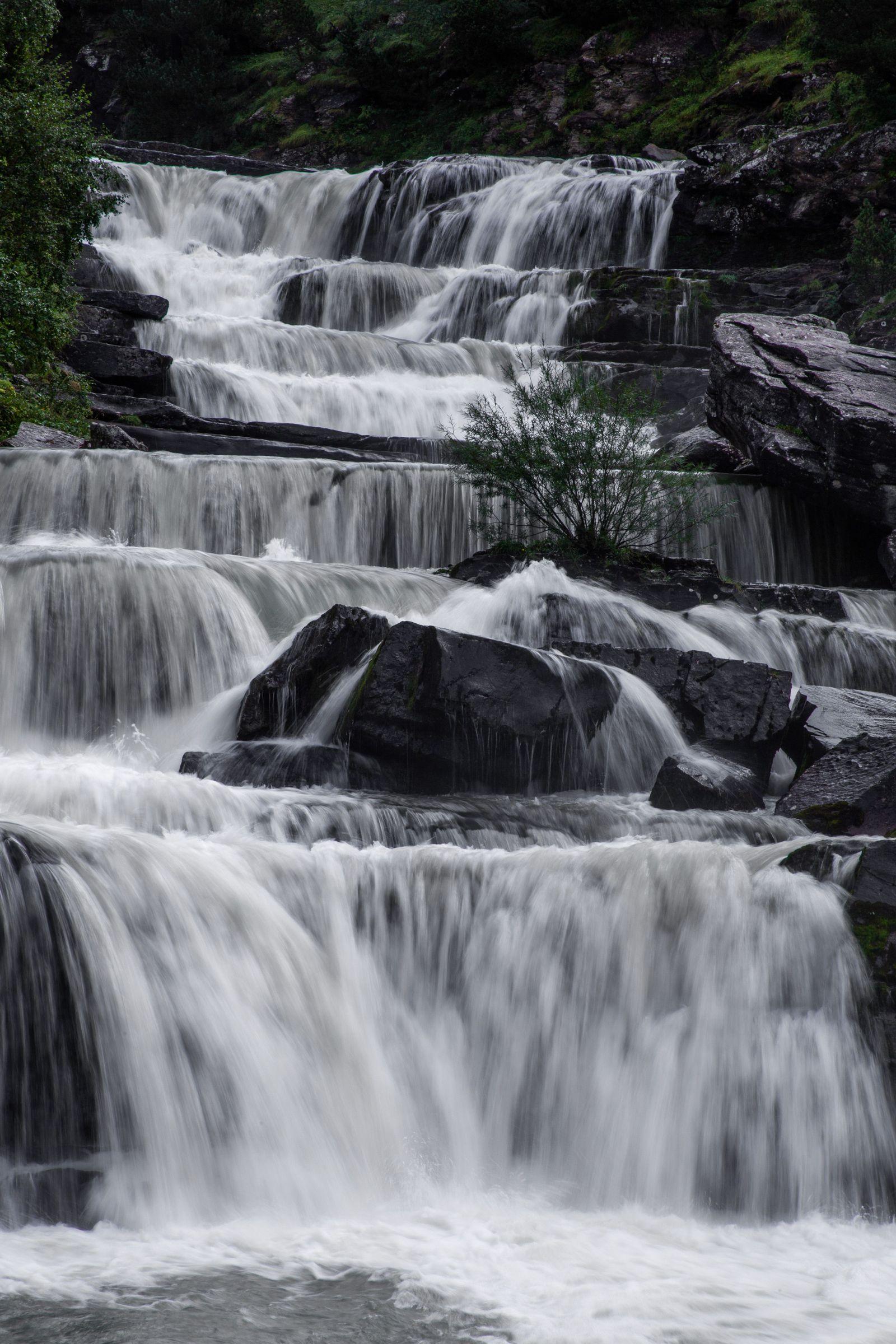 Un detalle de los múltiples saltos que da el agua