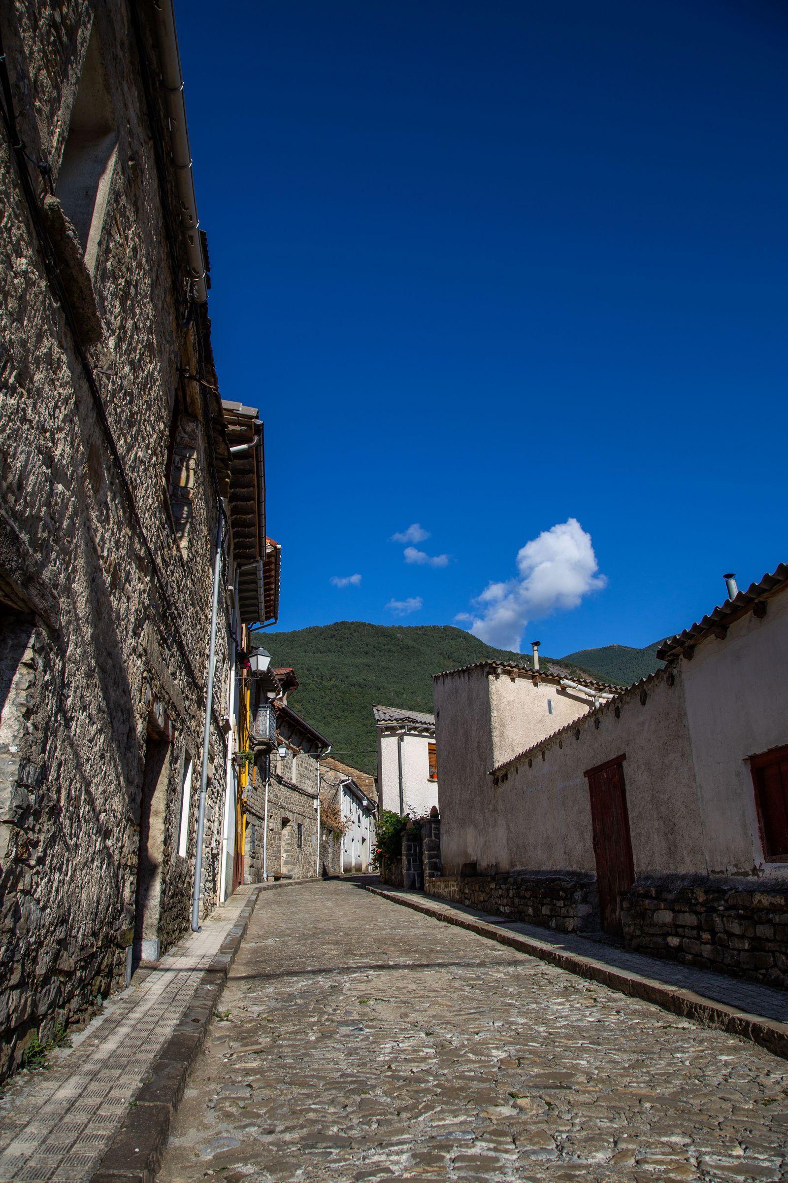 Las irregulares calles de Biescas