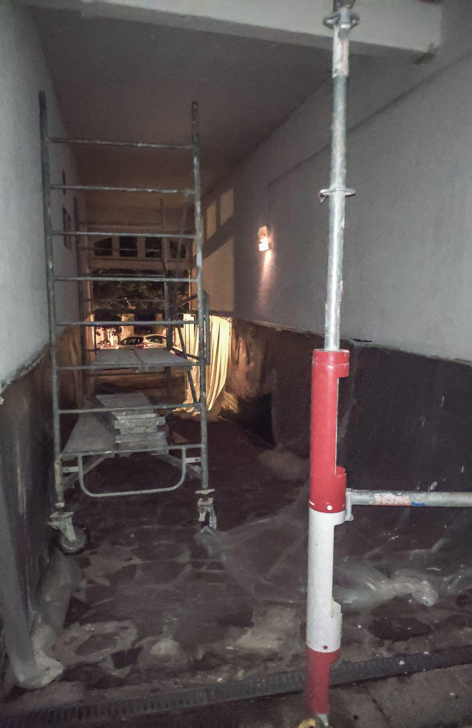 Y así estaba el otro acceso al edificio