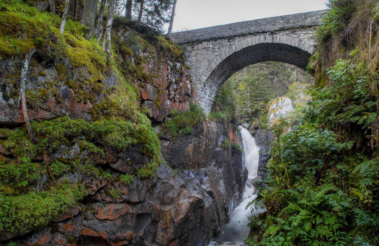 El puente, el río, la vegetación... todo suma