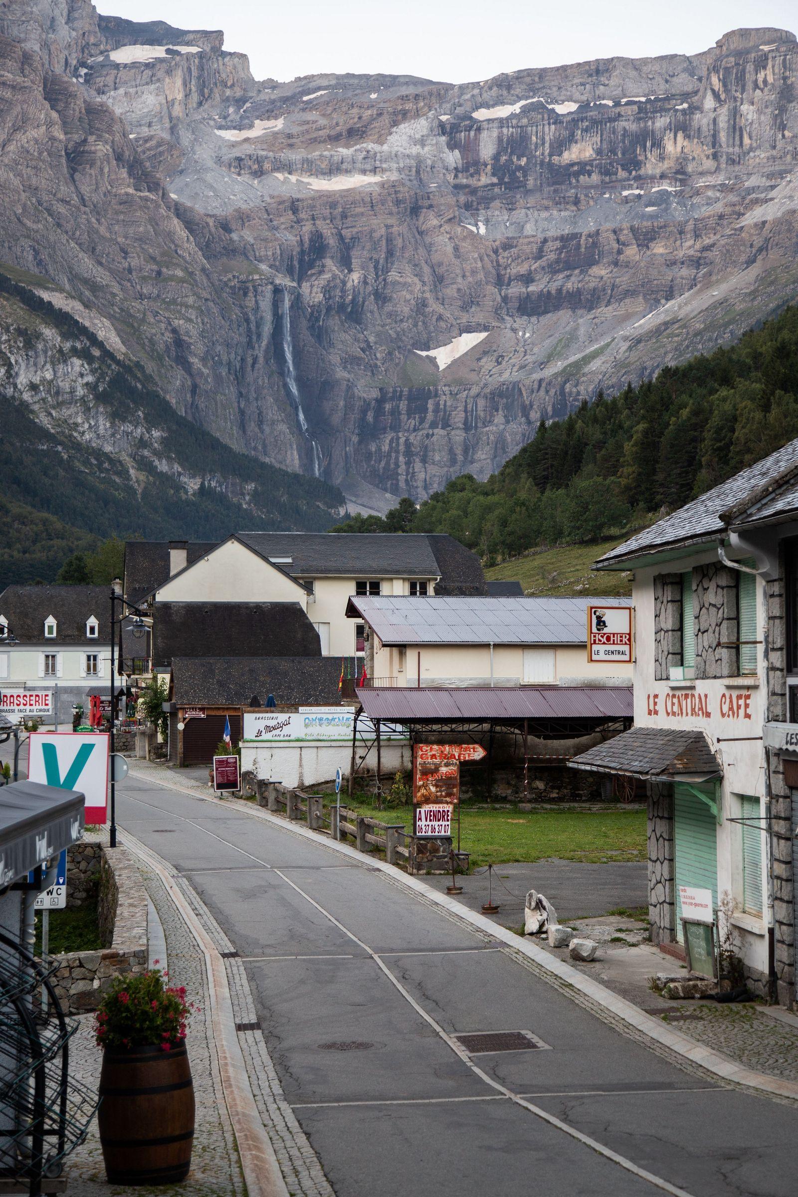 La cascada, visible desde el propio pueblo