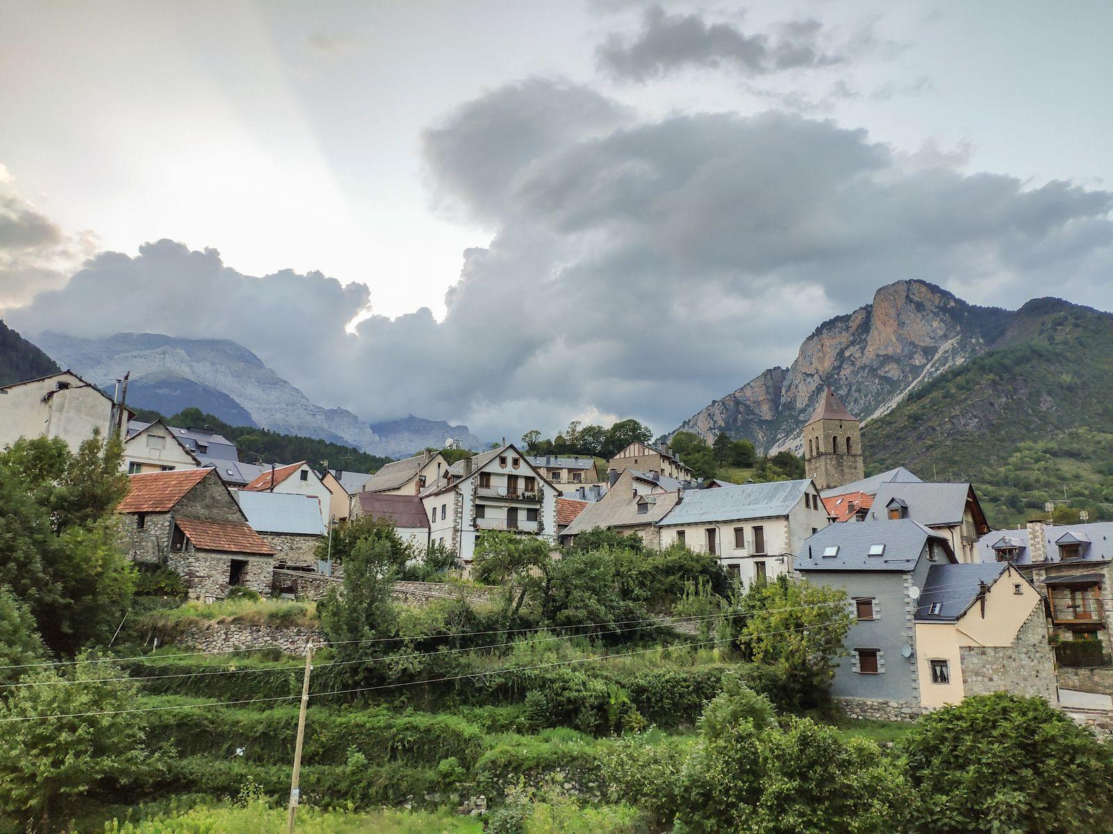 El pueblo, desde la carretera