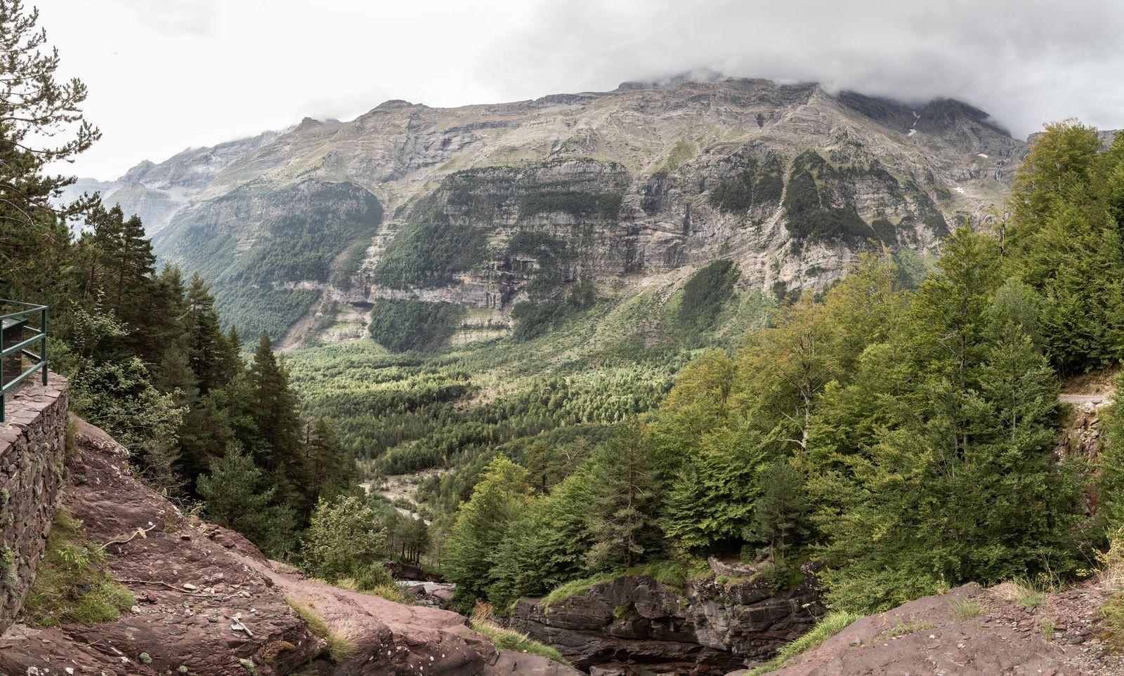 Las cascadas marcan el final del valle