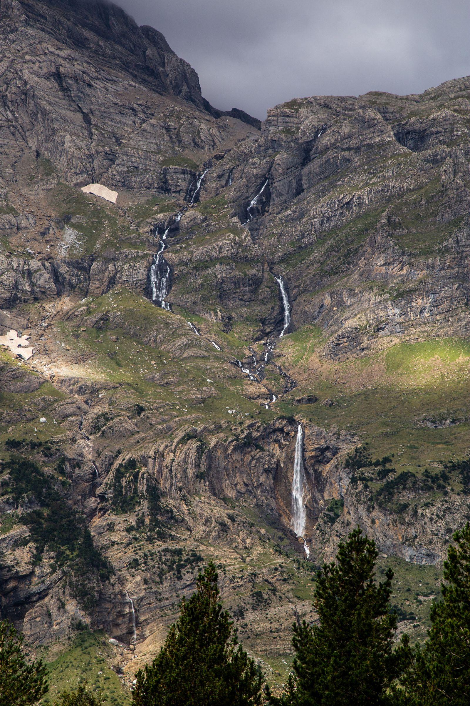 Las Cascadas de La Larri desde la altura de los llanos