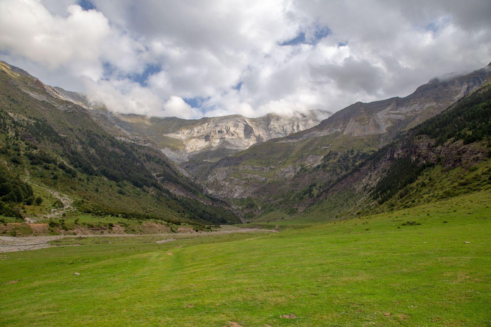 Los Llanos de La Larri, de extremo a extremo