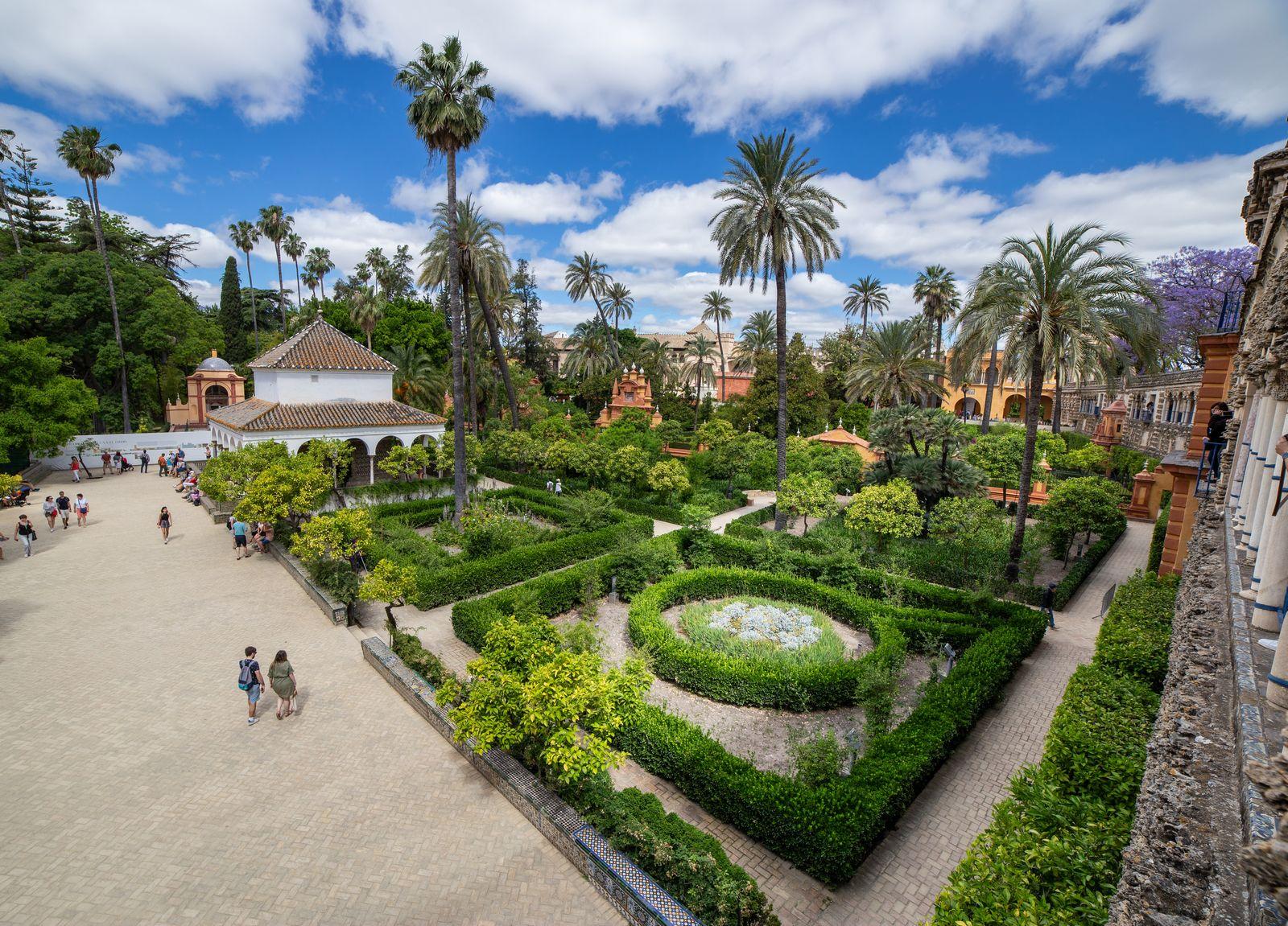 Los jardines que rodean el Pabellón de Carlos V